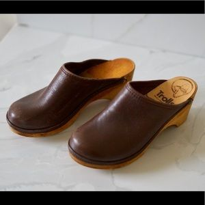 a53a0d3863dd7 SWEDISH VINTAGE 70's Leather Wooden Clogs 36 Mules